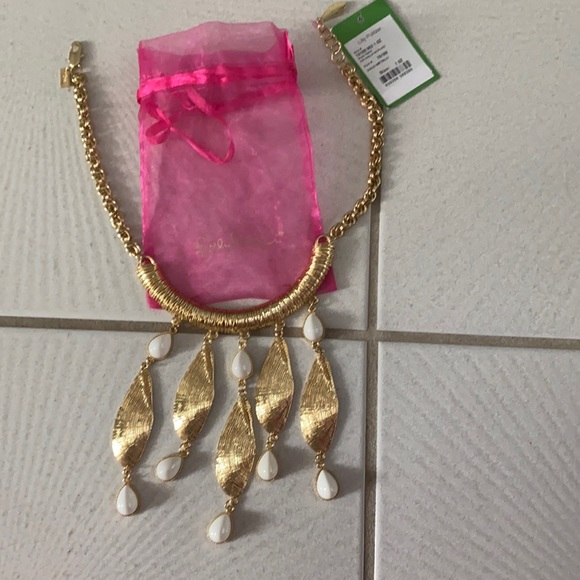 NWT Lilly Pulitzer She Shells necklace Gold